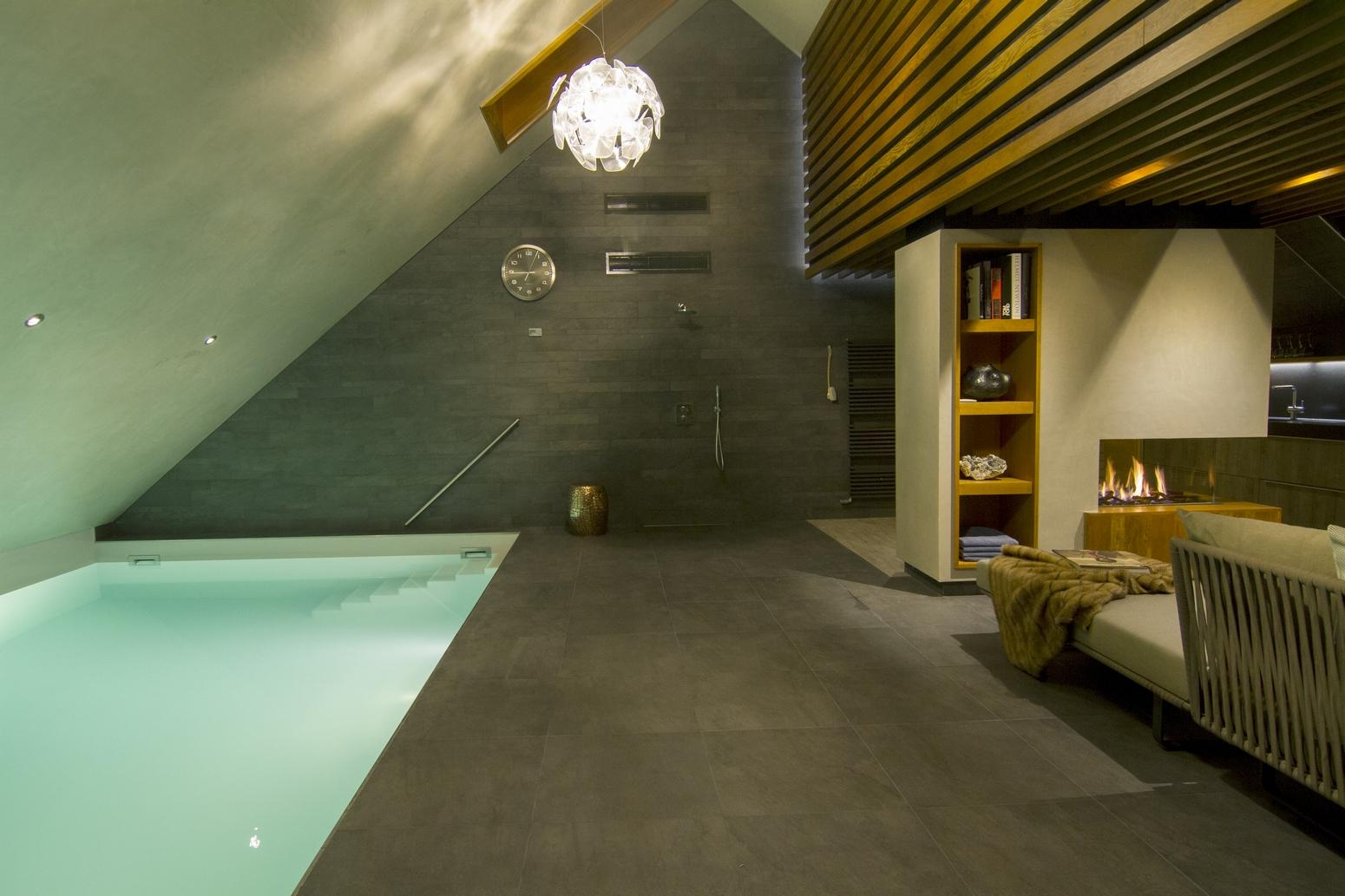 Bouwkundig binnenzwembad in Emmeloord