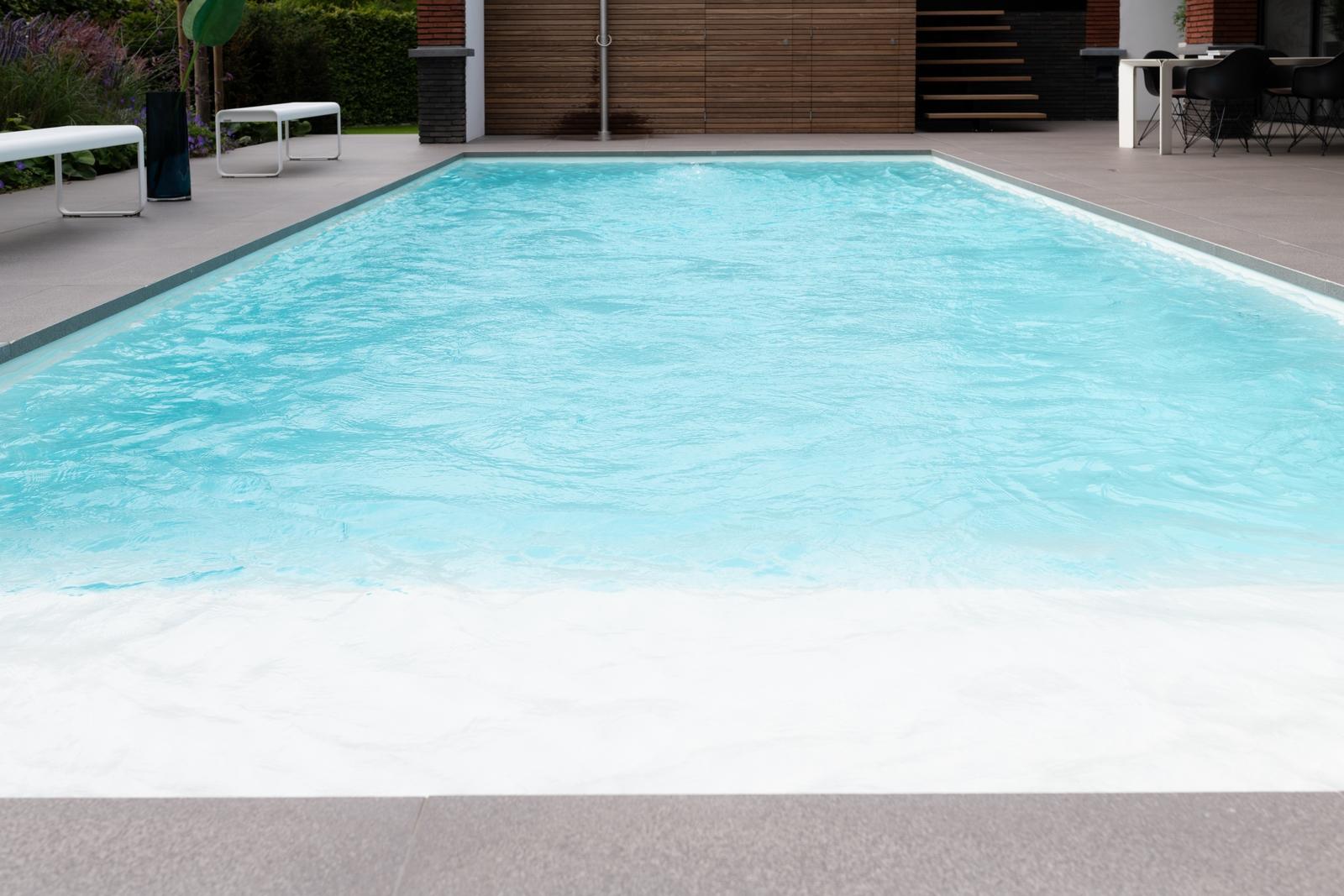 Buitenzwembad met jetstream