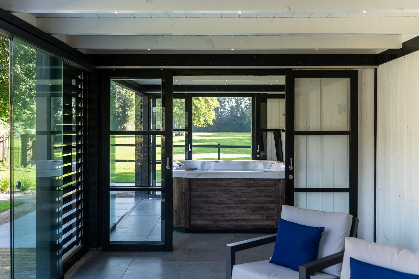 Luxe Spa in een buitenverblijf