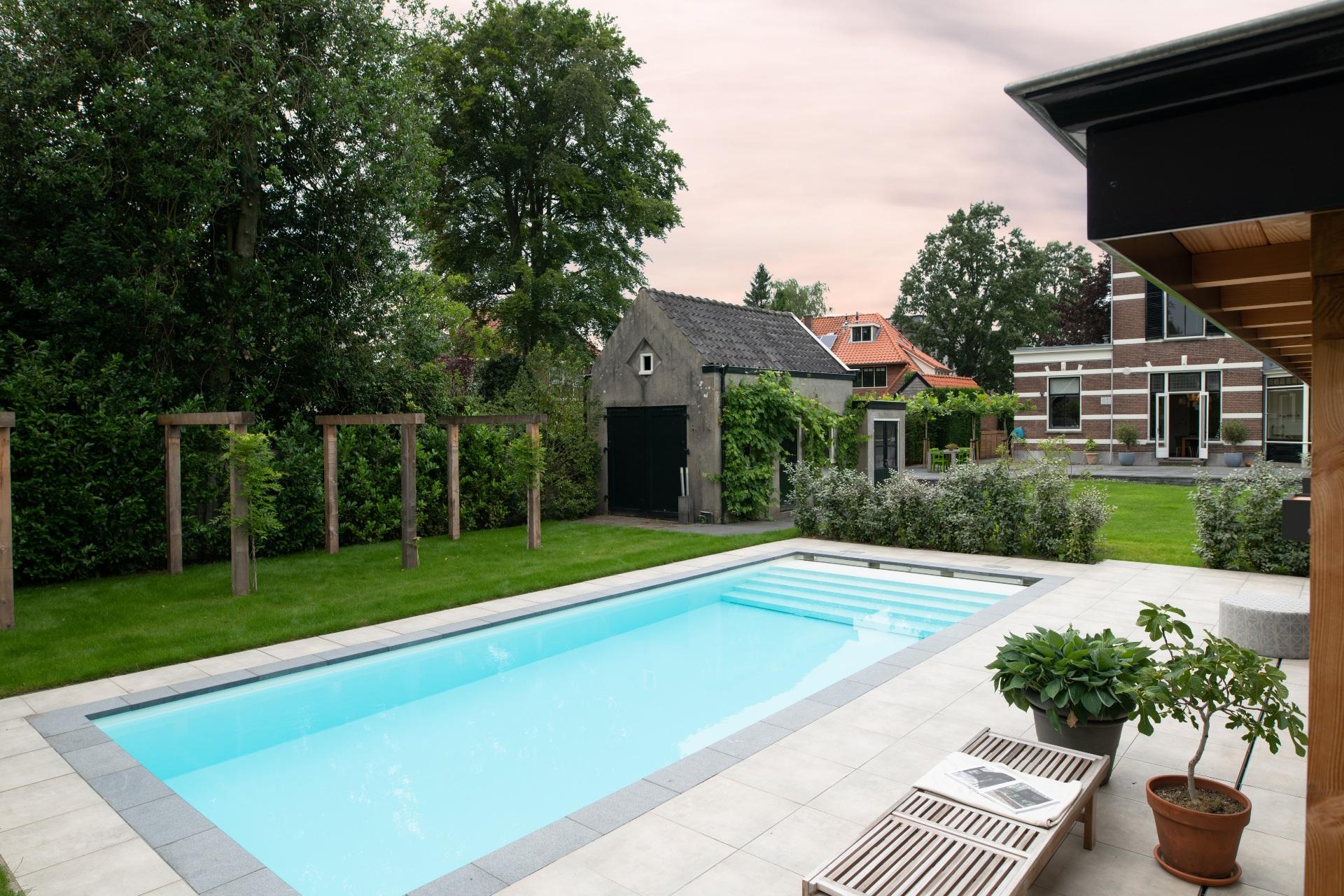Grote tuin met zwembad Starline Nova Line 10 meter lang