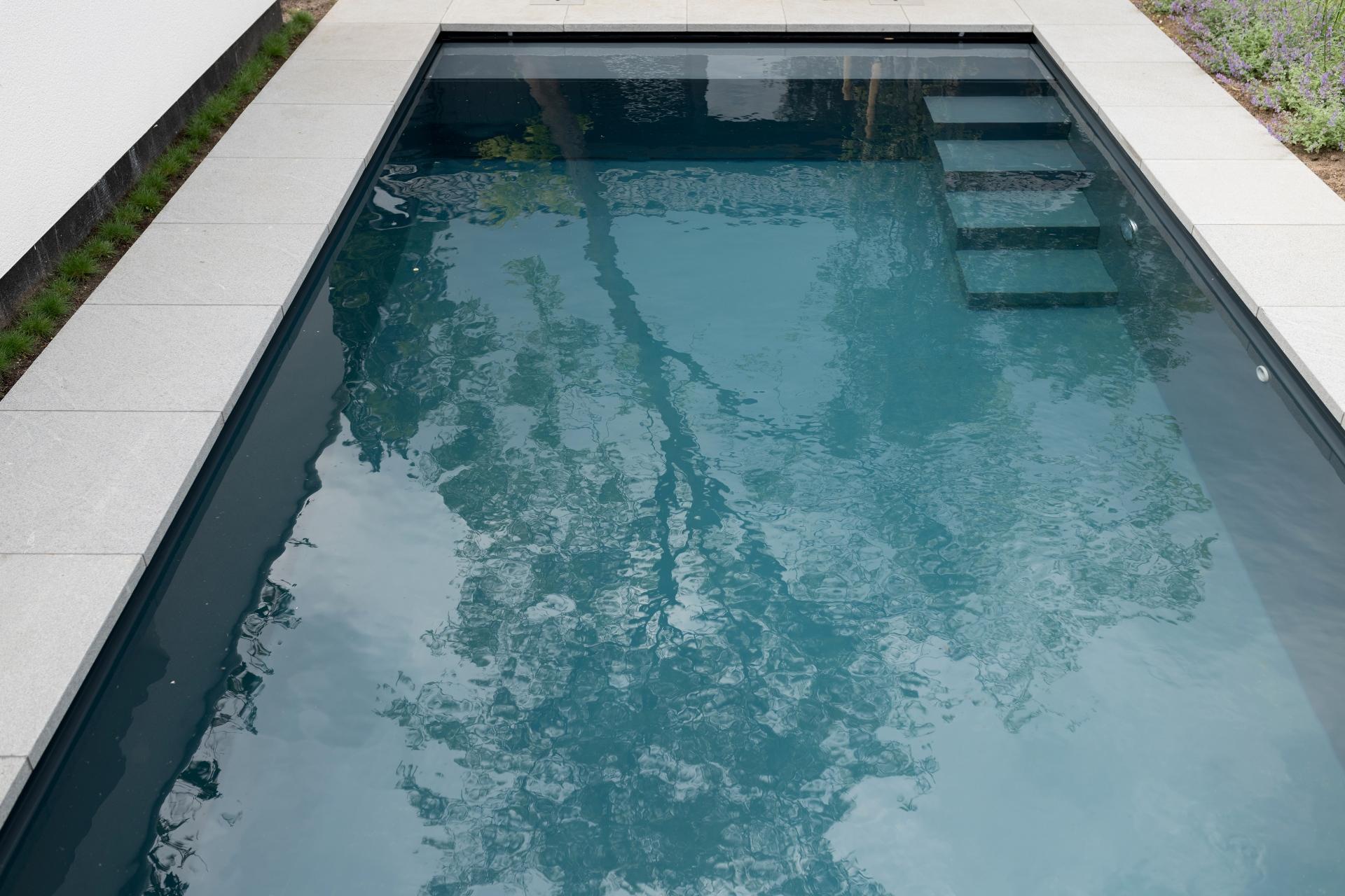 Starline Nova Line zwembad in de kleur donkergrijs ofwel amazing graphite