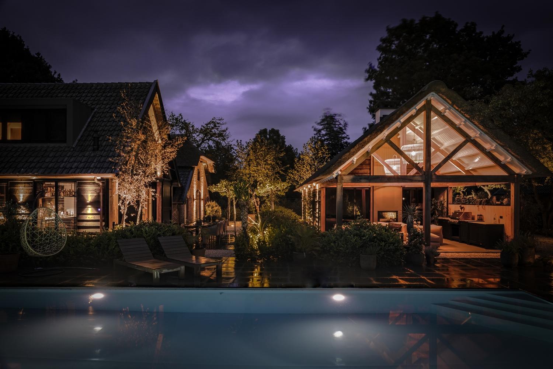Luxe maatwerk zwembad in een geweldige ambiance