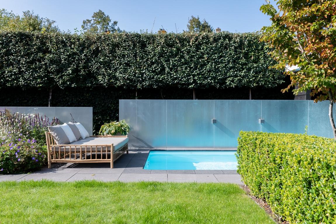Inbouw zwembad in een tropische tuin