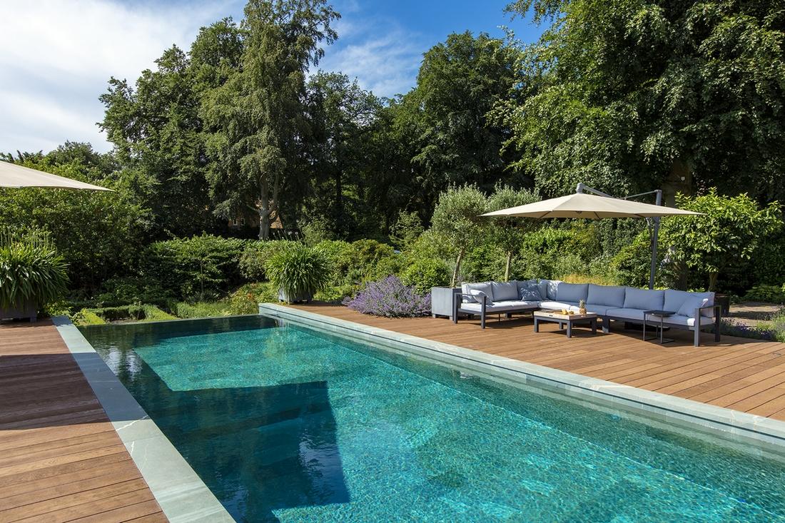Infinity pool in een tuin in Utrecht