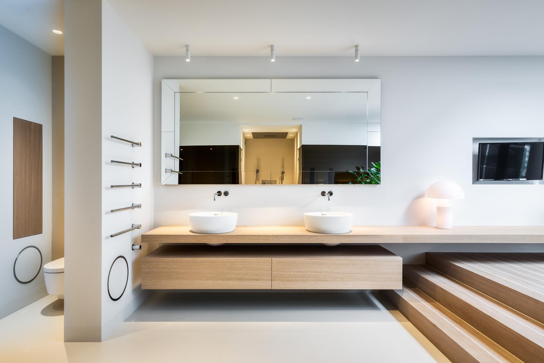 Spiegel met zicht op maatwerk sauna en stoombad