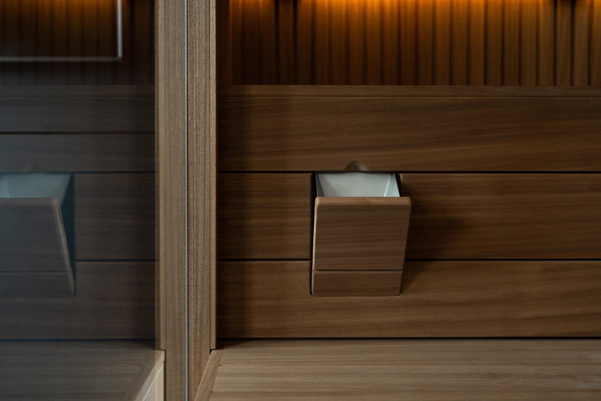 Sauna infrarood met donker ayous hout met rhombus profiel