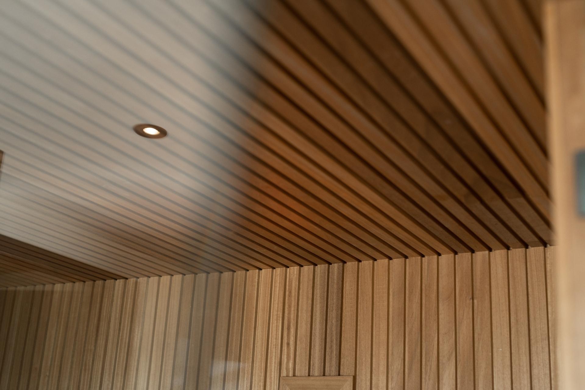 Rhombus profiel en spot in sauna van ayous