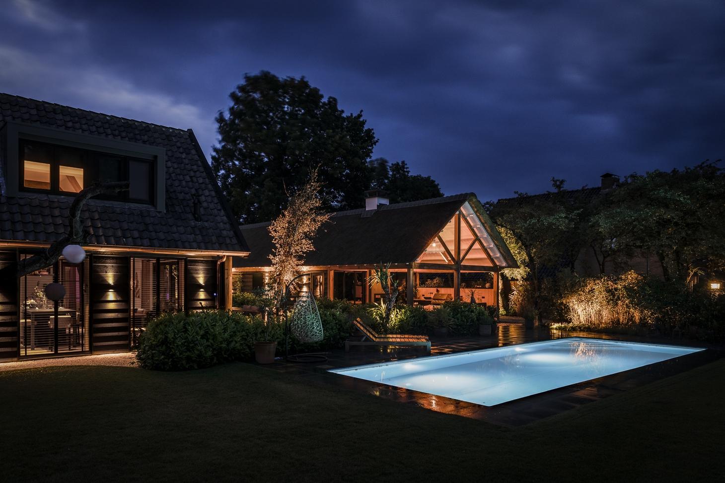 Luxe inbouw zwembad in de tuin
